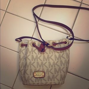 Very cute Michael Kors bucket bag!